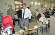 السيد عميد الكلية المحترم (أ.م.د. عقيل رحيم البرقعاوي) يتابع و يتفقد ويشرف على عملية سير الامتحانات النهائية في الكلية