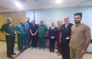 (أ.م.د. رعد عبداالله الخفاجي) يجري عملية نوعية لمريضة تبلغ من العمر (75) سنة