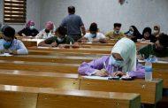 طلبة كلية الطب يباشرون أداء الامتحانات النهائية الحضورية للعام الدراسي 2020-2021